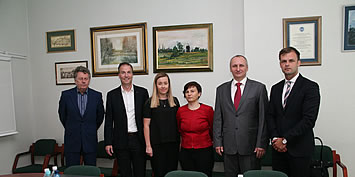 dr Andreas Schenkel, Prezes Zarz±du Mercedes-Benz Manufacturing Poland z wzyt± w PWSZ im. Witelona w Legnicy
